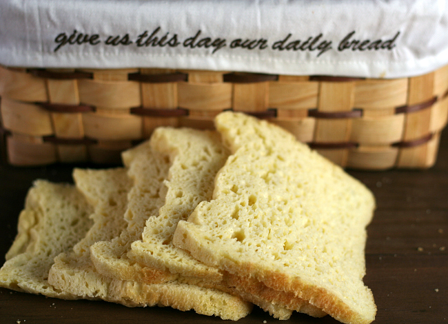 First time making homemade bread in your breadmaker? Find 6 SUPER EASY sweet and savory bread machine recipes made with pantry ingredients you have on hand! #breadmachine #breadmaker #freshbread #breadrecipes #recipes #DIY #homemade #easyrecipes